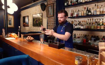 Cocktail à la Noix au bar Little Red Door Paris